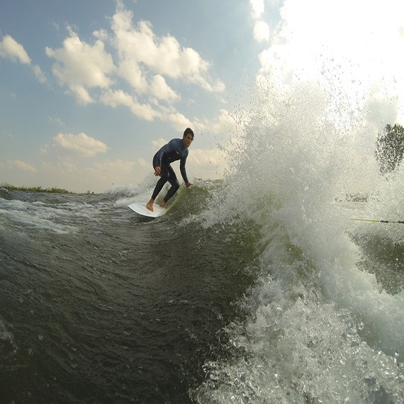 Jorrit Linders kicks off his season with wakesurfing!