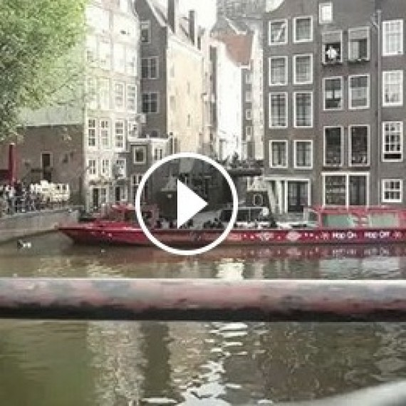 Marc Kroon jumps sightseeing boat in Amsterdam!