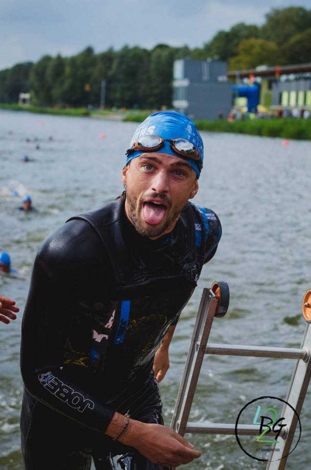 Jobe keeps models and bloggers warm during triatlon