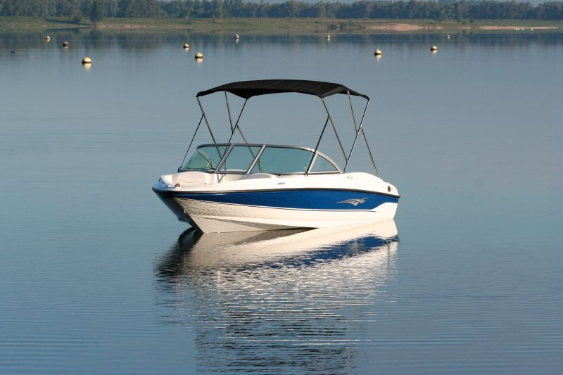 Product in spotlight; Jobe Boat Bimini
